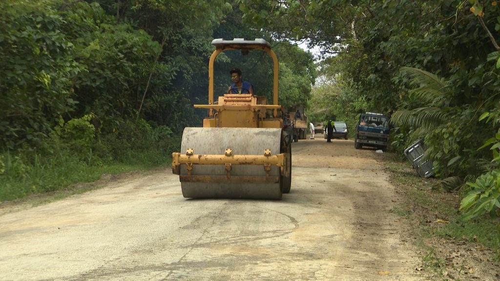 The second stage of roading from Namoui going north has started.  The village volunteers keen to have their roads sealed like Avatele, have worked very hard to help seal the roads.  :  Authorities…