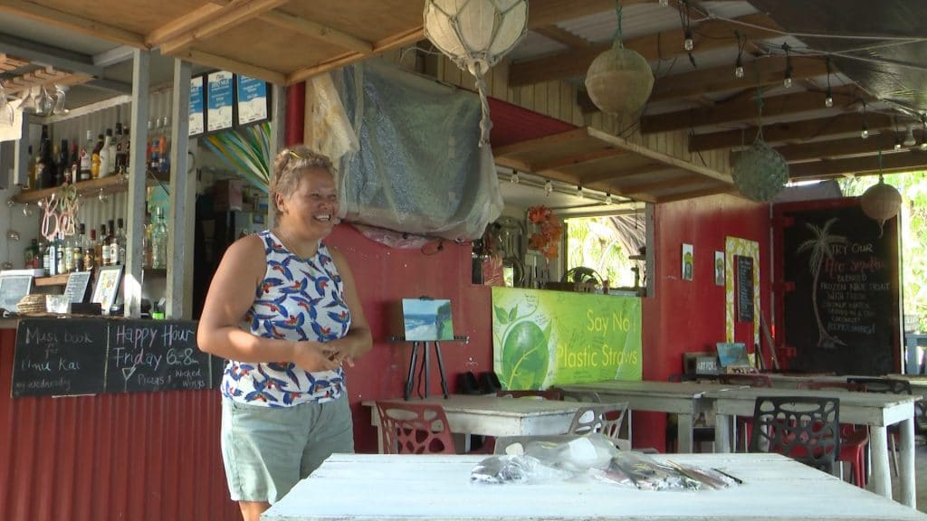 "Hio Cafe said bye to plastic straws and hello to reusable straws at their launch this morning of their ""Tahi Mea"" initiative to reduce single use plastics on the island.  While…"
